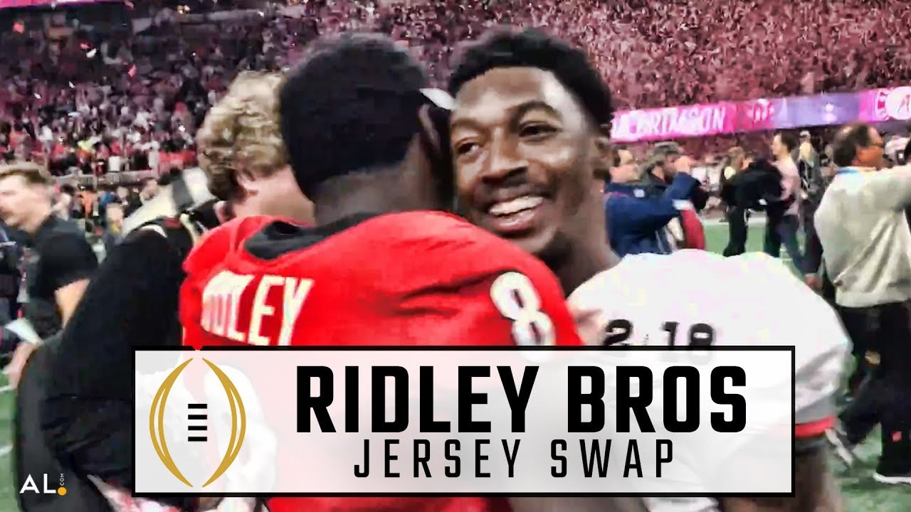 Calvin Ridley & Riley Ridley swap jerseys after Alabama beat Georgia for national title