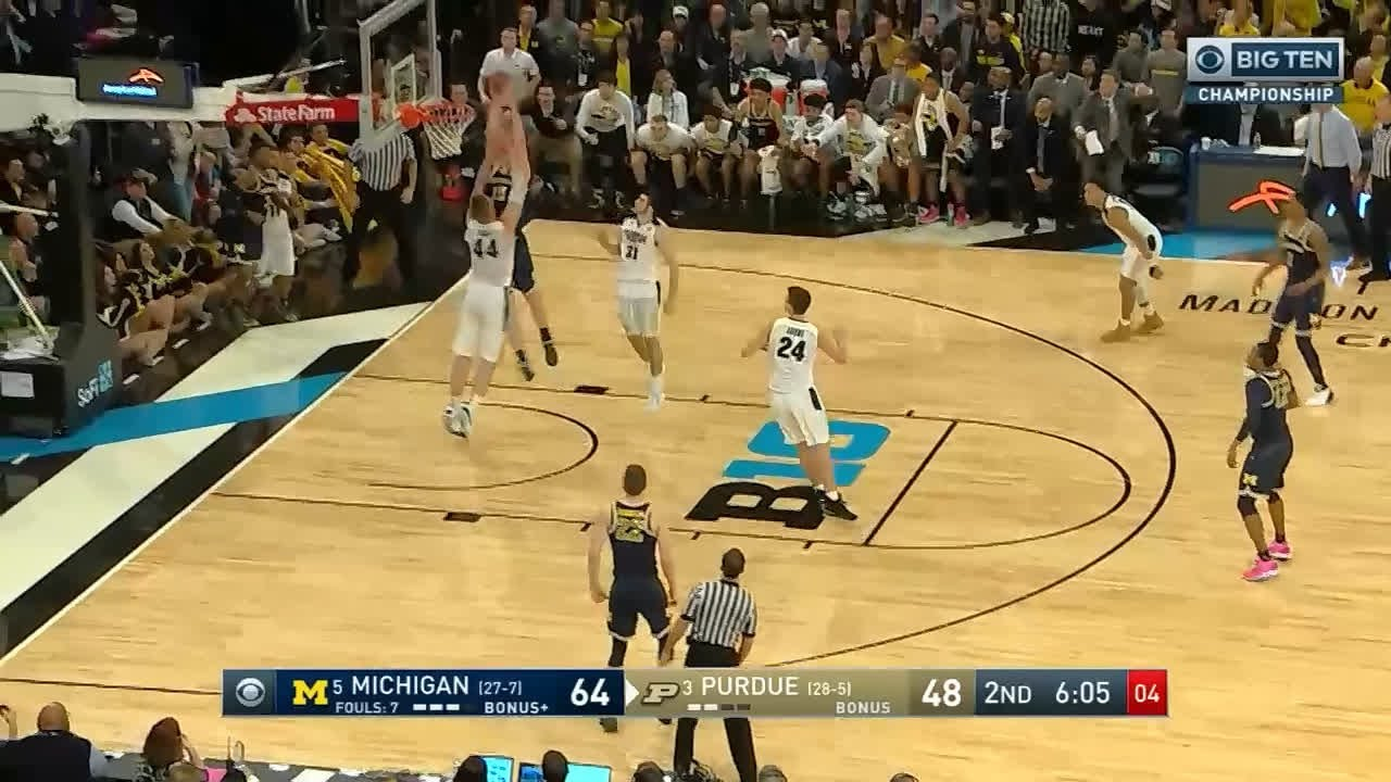 Jon Teske posterizes Isaac Haas as Michigan wins Big 10 Championship