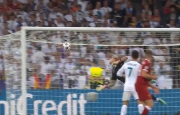 Gareth Bale Scores Amazing Bicycle Kick Goal