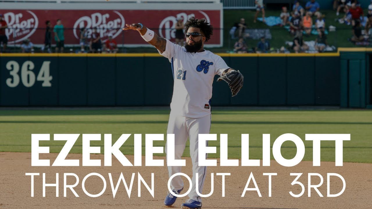 Ezekiel Elliott Called Out Trying to Advance to 3rd Base