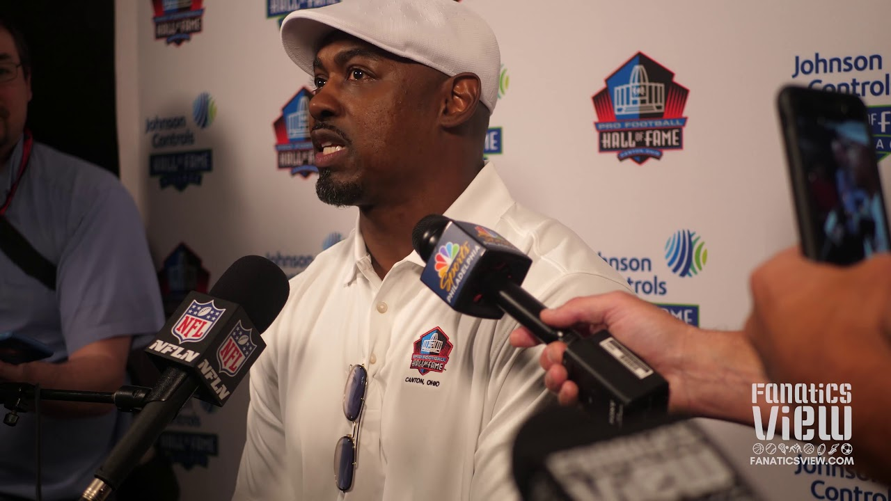 Brian Dawkins Speaks on Terrell Owens Skipping Enshrinement