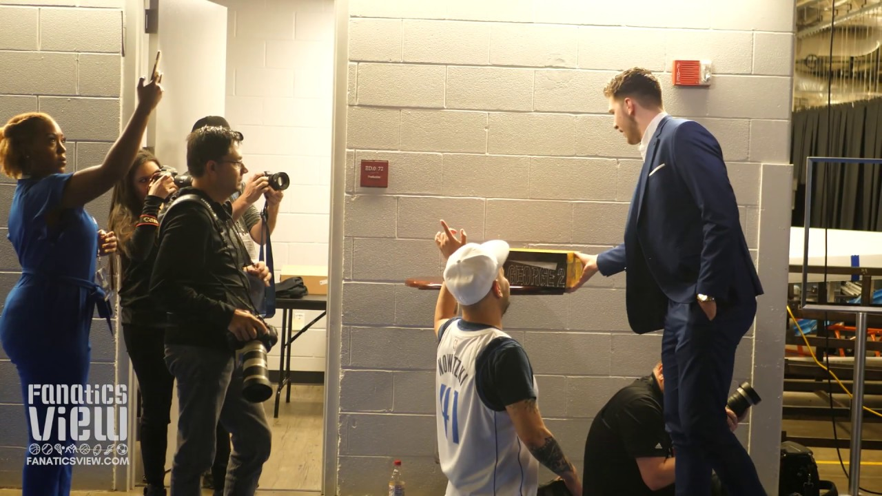 Luka Doncic arrival for Dirk Nowitzki's Final Mavs Game & Picks Up Custom Dirk Shoes