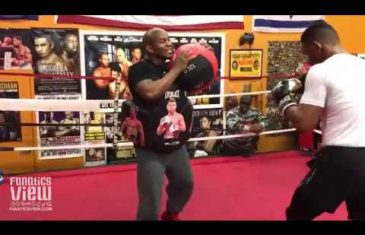 Daniel Jacobs hits body protector with Canelo's face on them