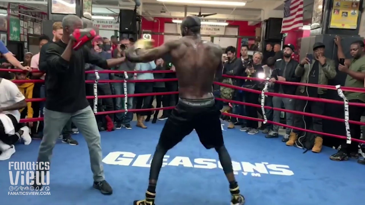 Deontay Wilder shows monstrous hands in open workout